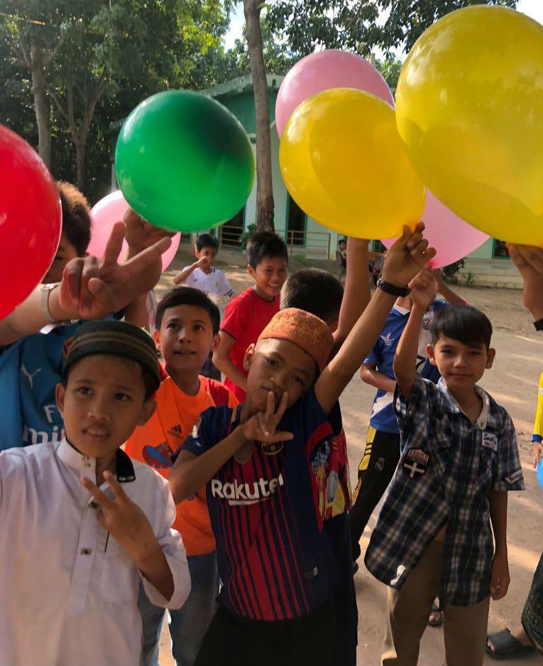 givelight-children-orphans-asia-cambodia-volunteer-visit-image-article-7