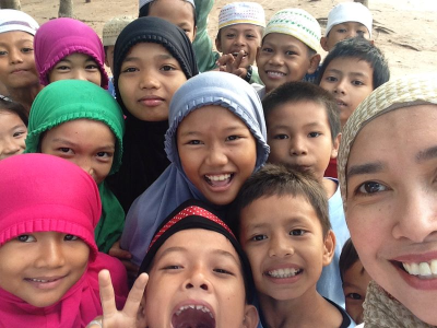 Dian with Cambodia kids