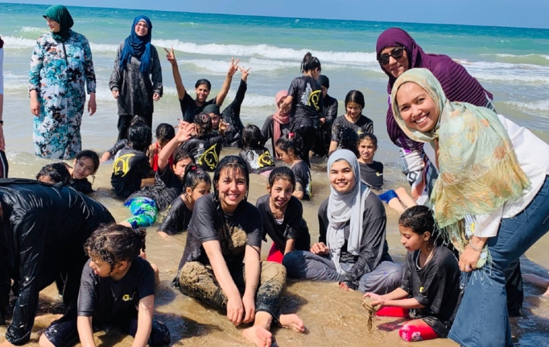 givelight-children-orphans-our-team-beach