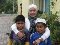givelight indonesia children orphan dian alyan