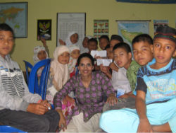 givelight indonesia volunteer dian alyan children orphans